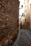 narrow den gammala gatan Royaltyfria Bilder