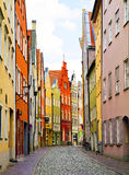 Narrow lappade gatan i Landshut, Tyskland Royaltyfri Foto