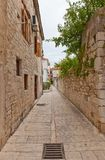 Narrow medieval street in Trogir, Croatia Stock Photography