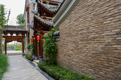 Narrow pavement before Chinese traditional building with lantern Royalty Free Stock Photos