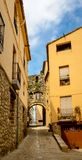 Narrow street with arch at end in medeival town of Stock Photography