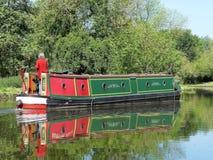 Narrowboat на большом канале соединения стоковая фотография