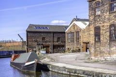Narrowboat amarró en los bancos Stoke y del canal de Mersey cerca de alfarero fotografía de archivo libre de regalías