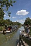 Narrowboat auf Kanal Kennet u. Avons bei Devizes Großbritannien Lizenzfreie Stockbilder