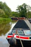Narrowboat del canale attraccato Fotografie Stock Libere da Diritti