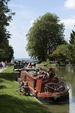 Narrowboat na Kennet & Avon kanale przy Wymyśla UK Obrazy Royalty Free