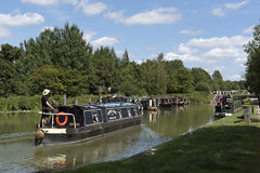 Narrowboat na Kennet & Avon kanale przy Wymyśla UK Zdjęcia Stock