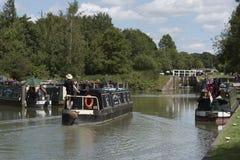 Narrowboat na Kennet & Avon kanale przy Wymyśla UK Fotografia Royalty Free
