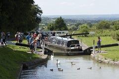 Narrowboat na Kennet & Avon kanale przy Wymyśla UK Zdjęcia Royalty Free