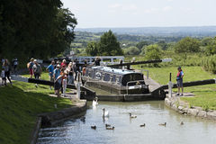 Narrowboat sur le canal de Kennet et d'Avon chez Devizes R-U Photos libres de droits