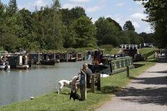 Narrowboatmeertrossen in Devizes Wiltshire het UK Stock Afbeelding