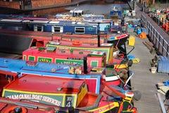 Narrowboats在英国 库存图片