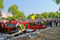 Narrowboats die in Weinig Venetië, Paddington wordt vastgelegd Royalty-vrije Stock Afbeeldingen