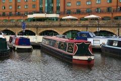 Narrowboats i Sheffield Royaltyfri Bild
