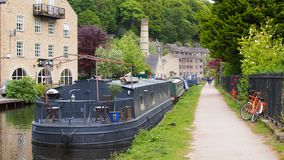 Hebden Bridge in West Yorkshire, England. Narrowboats on the Rochdale Canal in the bohemian town of Hebden Bridge in Calderdale, Northern England Stock Photo