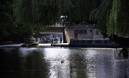 Narrowboats sur le canal photographie stock