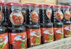 ` Narsharab ` соуса гранатового дерева для продажи на рынке города стоковые фотографии rf