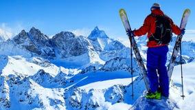 Narta z zadziwiającym widokiem szwajcarskie sławne góry w pięknej wygranie obraz stock