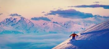 Narta z zadziwiającym widokiem szwajcarskie sławne góry w pięknej zimy Mt śnieżnym forcie Skituring, backcountry narciarstwo w św obraz stock
