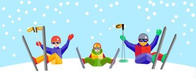 Narta, zima, śnieg, narciarki i zabawa, - rodzina cieszy się zimy vacat Fotografia Royalty Free