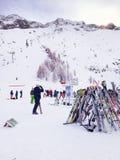 Narty i skłonu widok przy Les Grands Montets narciarskim terenem blisko Chamonix Obrazy Royalty Free