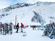 Narty i skłonu widok przy Les Grands Montets narciarskim terenem blisko Chamonix Obrazy Stock