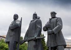 NARVA ESTLAND - NOVEMBER 7: Monument av Lenin som sträcker hans hand i Narva, Estland på November 10, 2016 Fotografering för Bildbyråer