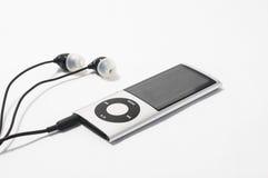 NARVA, ESTONIA - 31 DE ENERO: Un iPod Nano de plata de la quinta generación en el fondo blanco en Narva, Estonia el 31 de enero Imagen de archivo