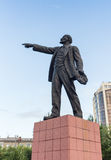NARVA, ESTONIE - 7 NOVEMBRE : Monument de Lénine étirant sa main dans Narva, Estonie le 10 novembre 2016 Images stock