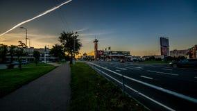 NARVA, ESTONIE - septembre 2017 : Astri Keskus - centre commercial moderne avec la plate-forme d'observation sur la tour d'horlog photographie stock