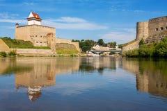 Narva rzeka. rosjanin granica, Europa zdjęcia stock