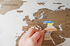 Narys podróży mapa świat Ręka mężczyzna wymazuje Europa Turcja Fotografia Stock