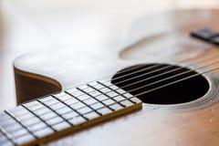 Narysy na starej gitarze akustycznej obrazy royalty free