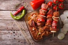 Narządzania jedzenie dla kulinarnego grilla na skewers horyzontalny wierzchołek v Zdjęcia Stock