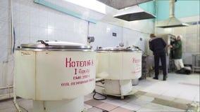 Narządzania jedzenie w kuchni w karnej koloni, więzienie Rosja zbiory