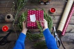 Narządzanie prezenty dla Bożenarodzeniowego i newyear Fotografia Royalty Free