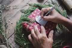 Narządzanie prezenty dla Bożenarodzeniowego i newyear Obrazy Stock
