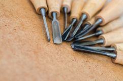 Narzędzia dla woodcarving na szorstkim tła zakończeniu up Obraz Royalty Free