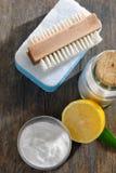 Narzędzia i sodium dwuwęglan dla domowego cleaning obrazy royalty free