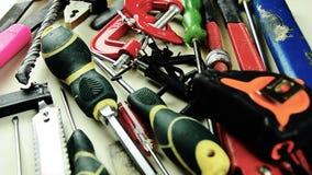 Narzędzia Mnóstwo narzędzia na stole Narzędzia dla dom naprawy zbiory wideo