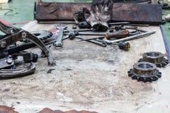Narzędzia na podłoga w miejsce pracy terenie Zdjęcie Royalty Free