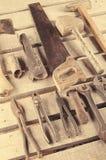 Narzędzia Narzędzie ustawiający na drewnianym tle Narzędziowy zestaw przygotowywający pracować Zdjęcia Royalty Free