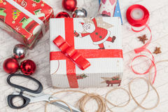 Narządzanie prezenty dla nowego roku Fotografia Royalty Free