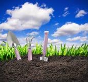 Narzędzie ogródu ziemia na natury tle Zdjęcie Stock