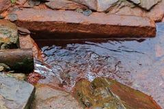Narzan Φυσικό θεραπεύοντας ορυκτό ελατήριο στη δύσκολη κορυφογραμμή στοκ φωτογραφίες