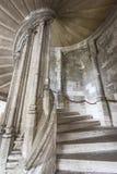 Nas escadas do castelo Blois fotos de stock