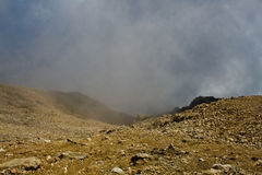 Nas montanhas, dentro da nuvem Fotografia de Stock Royalty Free