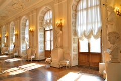 Nasłoneczniony Windows Wielka Ceremonialna sala Gatchina Zdjęcie Stock