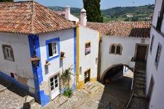 Nas ruas da cidade pitoresca de Obidos, Portugal Foto de Stock Royalty Free