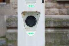 Nasadka dla elektrycznej samochodowej bateryjnej ładowarki z zielenią prowadzącą zaświeca Zdjęcia Royalty Free